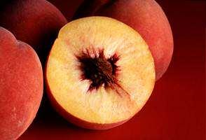 image آیا باید یک میوه را کامل خورد