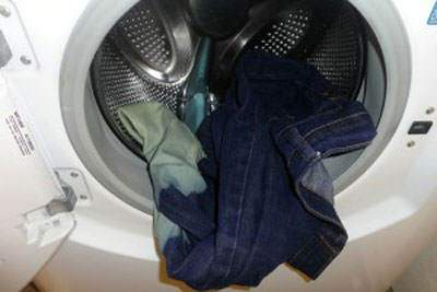 image شستن شلوار لی در ۶ مرحله بدون کم رنگ شدن