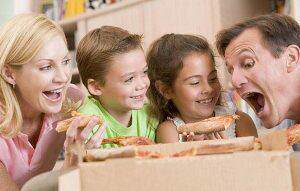 image غذا خوردن در تنهایی بهتر است یا با خانواده