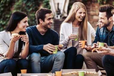 image آموزش مهارت های لازم برای خوب حرف زدن در جمع و مهمانی