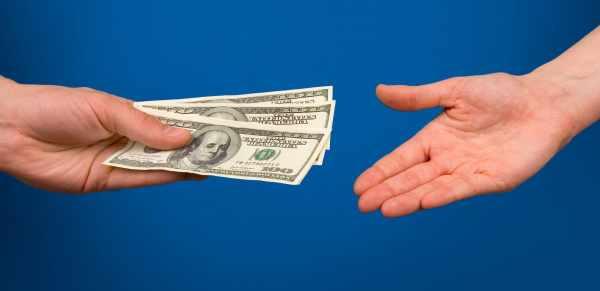 عکس, تعبیر پول دادن به فرد دیگری در خواب چیست