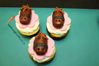 image تصویری مدل های شیرینی اسبی برای عید سال اسب ۹۳
