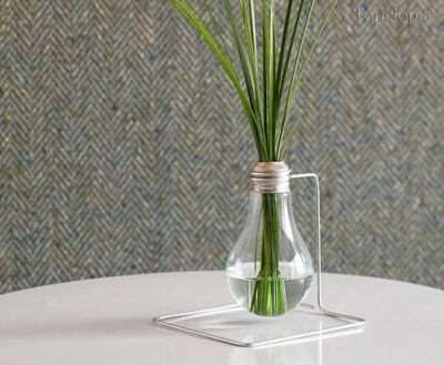 image, تصویری ساختن گلدانی زیبا با لامپ شکسته