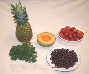 image ساخت سبد گل میوه برای عصرانه تابستانی