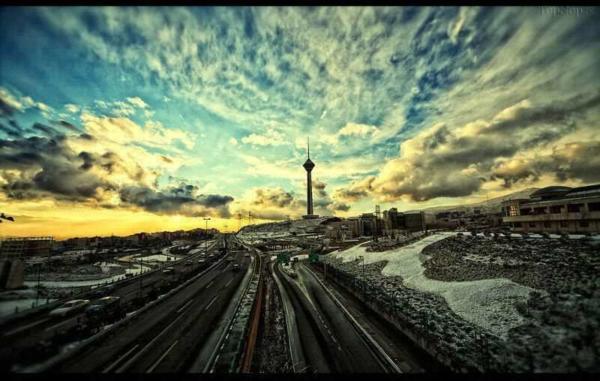 image, تصویری بی نظیر از برج میلاد و آسمان ابری تهران