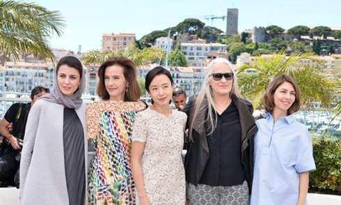 image گزارش تصویری لباس های لیلا حاتمی جشنواره کن