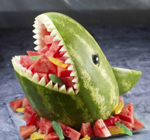 image عکس تزیین هندوانه شکل کوسه ماهی