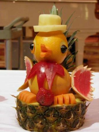 image ساخت جوجه اردک با میوه برای کودکان
