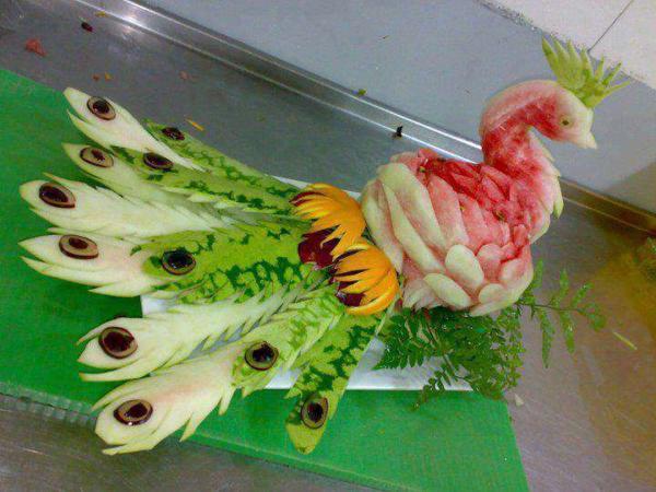 image بی نظیرترین تزیین هندوانه شکل طاووس