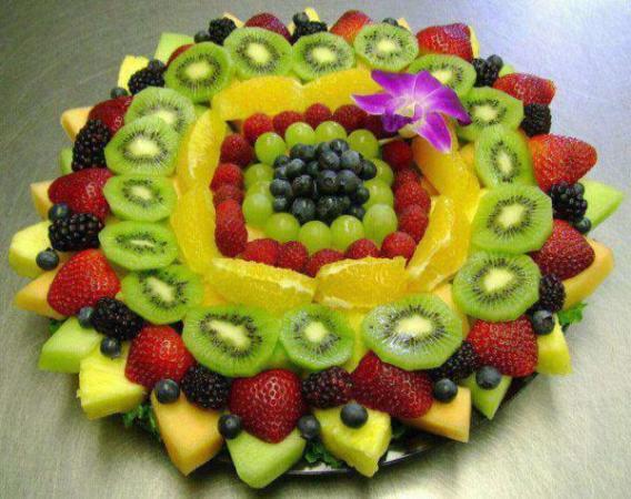 image شیک ترین تزیین های سبد میوه برای مهمانی ها