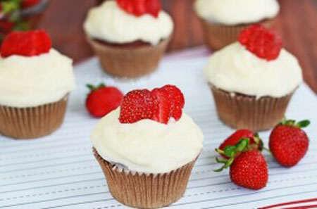 image چطور با توت فرنگی شیرینی بپزیم