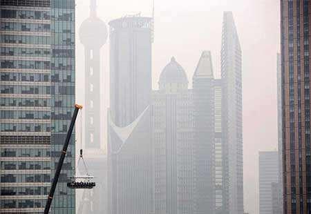 image رستوران معلق از جرثقیل در پایتخت چین