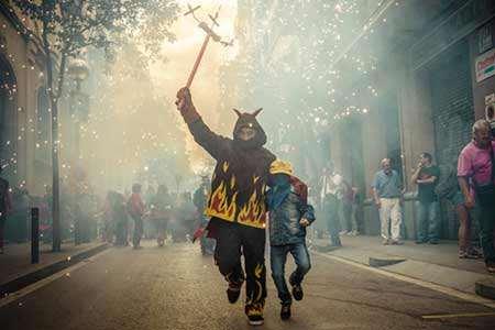 image جشنواره خیابانی در بارسلونا اسپانیا