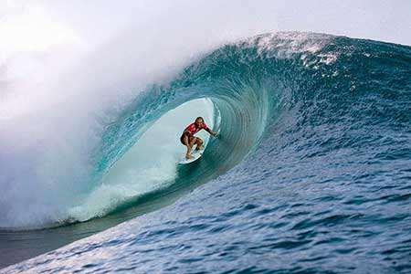 image عکس زیبای موج سواری در تاهیتی