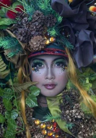 image پوشش یک زن اندونزیایی در جشنواره مد جمبر