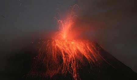 image عکسی زیبا از فوران آتشفشان اکوادور