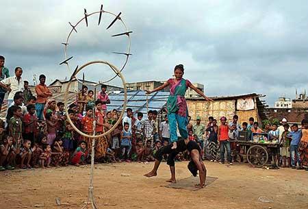image سیرک خیابانی در داکا بنگلادش