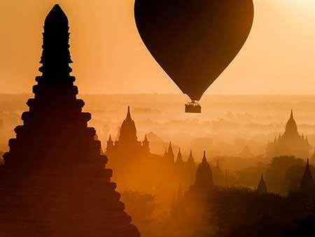 image بالن سواری بر فراز معبدی در شهر باگان میانمار