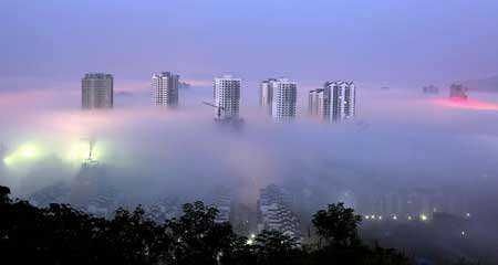 image مه زیبای صبحگاهی در شهر چونگینگ چین