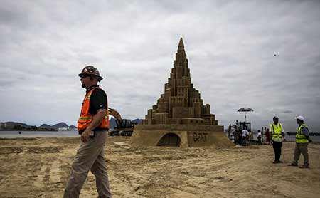 image عکس بلندترین قلعه شنی جهان در برزیل