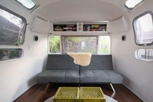 image, طراحی داخلی اتوبوس به صورت خانه مسکونی