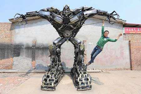 image, آدم آهنی بزرگ دست ساز یک مرد چینی