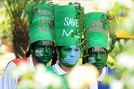 image, دختران در مناسبت روز جهانی زمین در پاتیالا