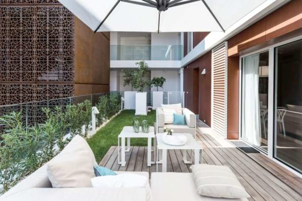 image, فضا سازی شیک فضای سبز و حیاط کوچک آپارتمان