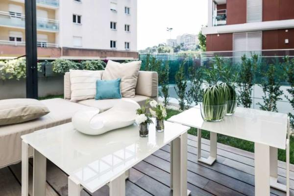 image فضا سازی شیک فضای سبز و حیاط کوچک آپارتمان