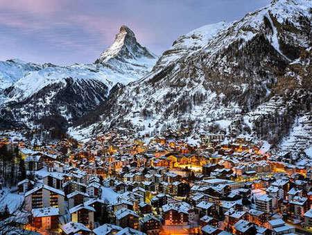 image شهر کوچک مترهورن در زمستان سوییس