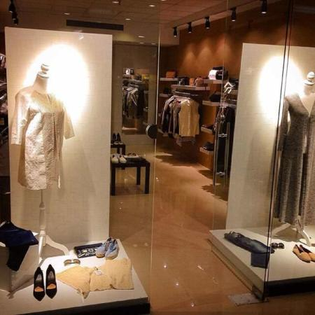image, نمونه طراحی شیک ویترین لباس فروشی زنانه و مردانه