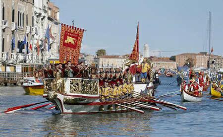 image جشنواره قایقرانی در کانال اصلی شهر ونیز ایتالیا