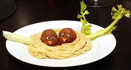 image بامزه ترین تزیین های ماکارونی برای عصرانه بچه ها