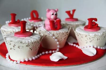 image, ایده های جالب و شیک تزیین روی کیک یزدی برای مهمانی ها