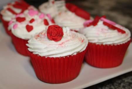 image ایده های جالب و شیک تزیین روی کیک یزدی برای مهمانی ها