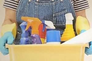 image, راهکارهای مهم برای حفظ سلامتی پوست موقع نظافت خانه