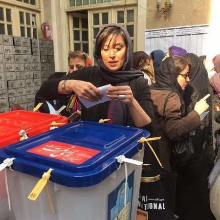 image عکس های زیبای هنرمندان مروف پای صندوق های رای