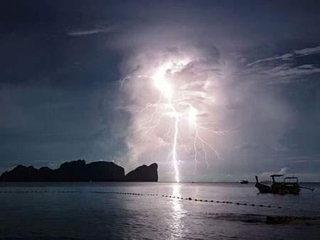 image رعد و برق در آب های اطراف پارک ملی تایلند