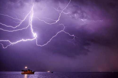 image, دیدنی ترین عکس های گرفته شده از لحظات رعد و برق