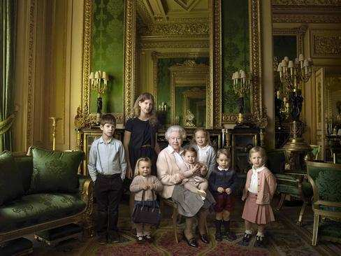 image, عکس یادگاری ملکه انگلیس تولد نود سالگی کاخ باکینگهام