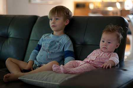 image, چه کنم تا فرزندم کمتر تلویزیون نگاه کند