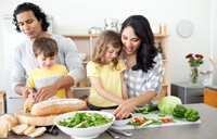 image چطور بچه ها را از کودکی به آشپزی علاقمند کنیم