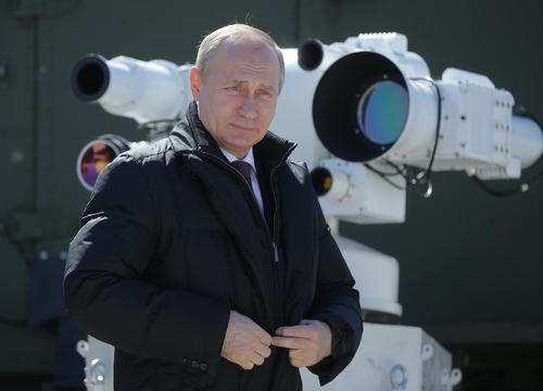 image عکس ولادیمیر پوتین در حال نظارت بر پرتاب فضا پیمای سایوز روسی