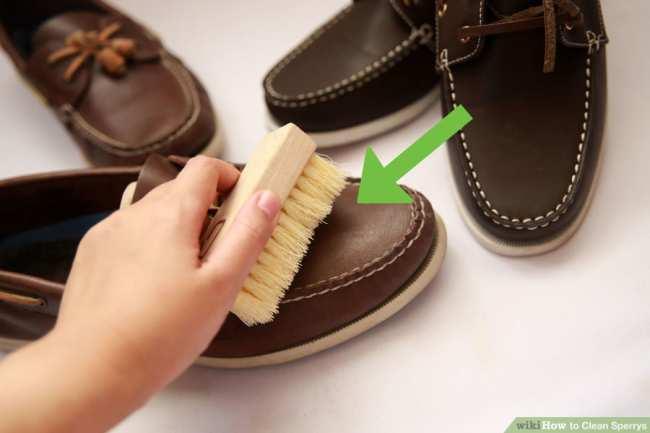 image آموزش تصویری پاک کردن و شستن کفش های کالج چرم مردانه