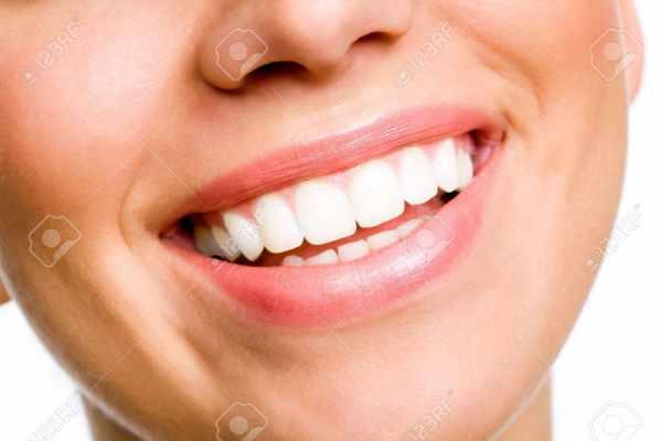 image خوراکی ها و میوه های سفید کننده دندان