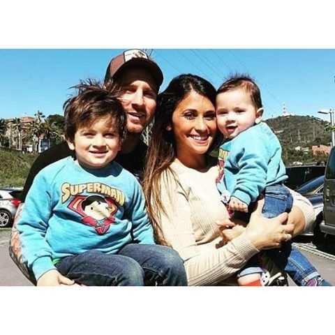image عکسی زیبا و دیدنی از لیونل مسی با خانواده