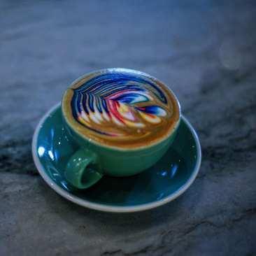 image ایده های نقاشی زیبا و رنگی روی قهوه