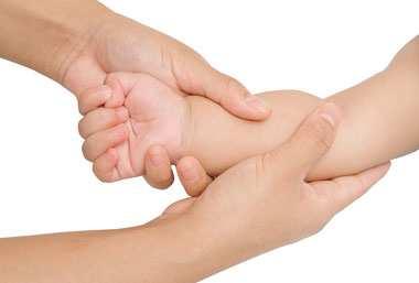 image آموزش تصویری نحوه ماساژ دادن نوزادان