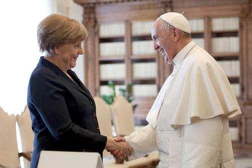 image عکس زیبای پاپ فرانسیس در دیدار با صدر اعظم آلمان