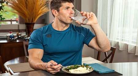 image آب خوردن وسط غذا یا بعد از غذا چه ضررهایی دارد